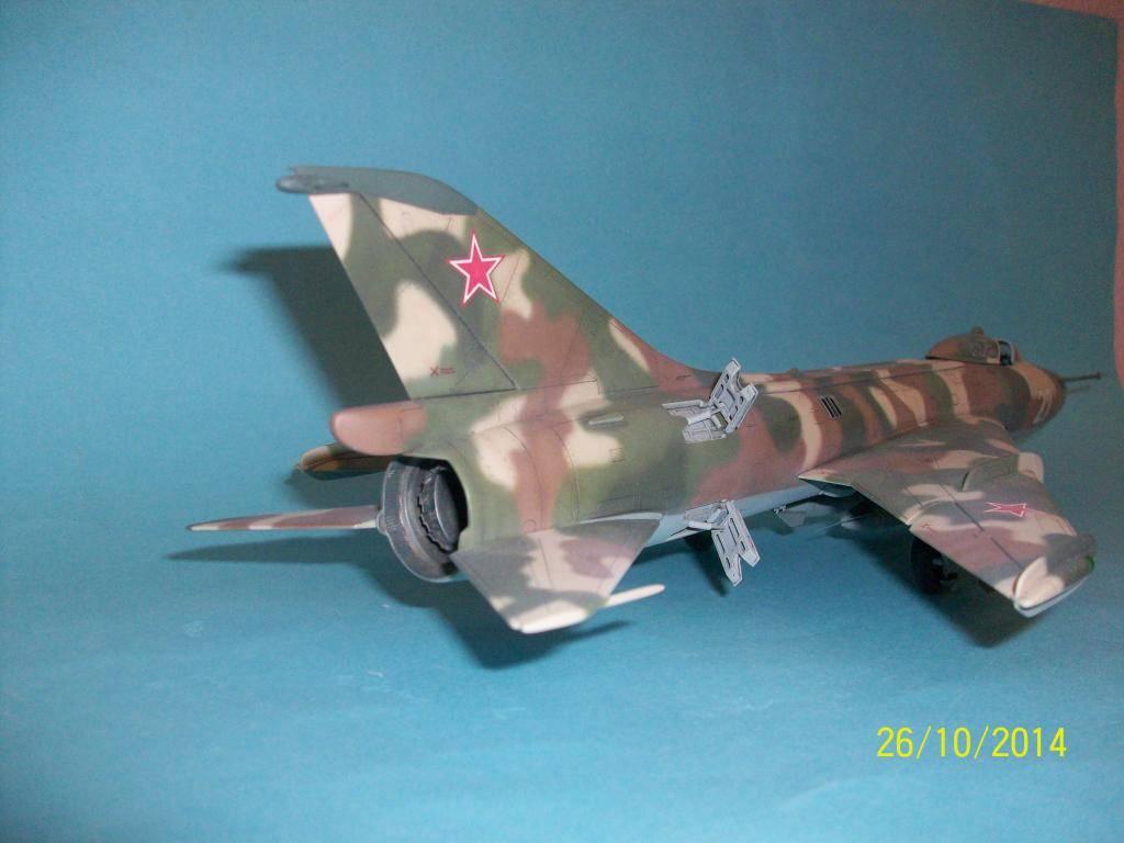 Su-7 Fitter 1/48 - Σελίδα 2 100_0851_zps926f0d1a