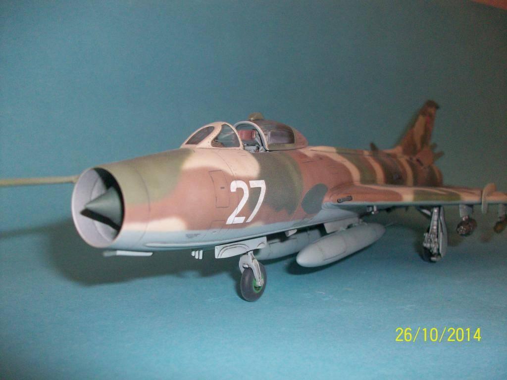 Su-7 Fitter 1/48 - Σελίδα 2 100_0863_zpsaa78c19a