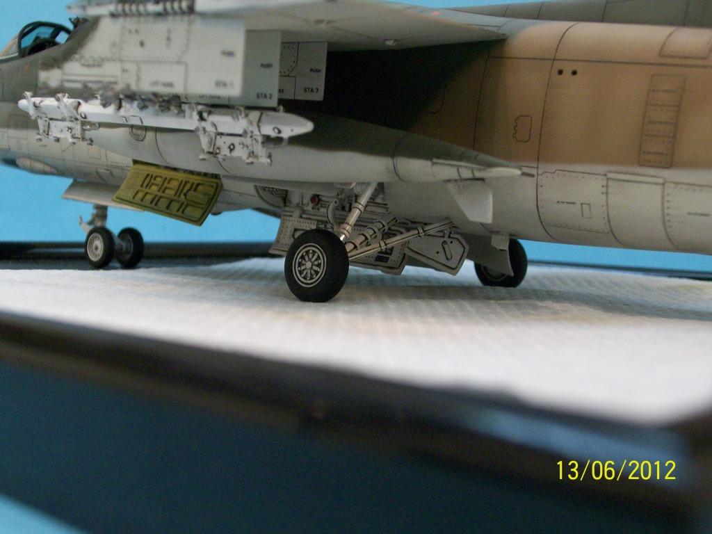 TA-7C CORSAIR II  HAF   1/48 100_5911