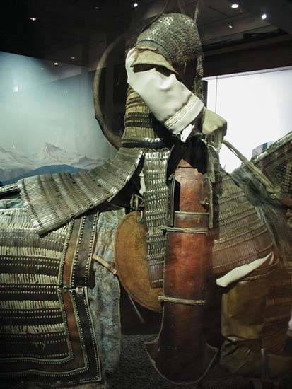 así se lo montaban los mongoles Mongol-armour1