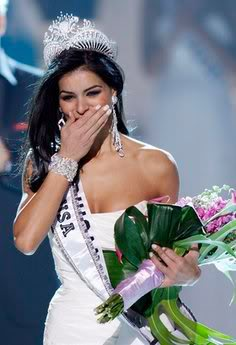 Rima Fakih (USA 2010) - Page 2 Gallery_main-miss-kentucky-collapse