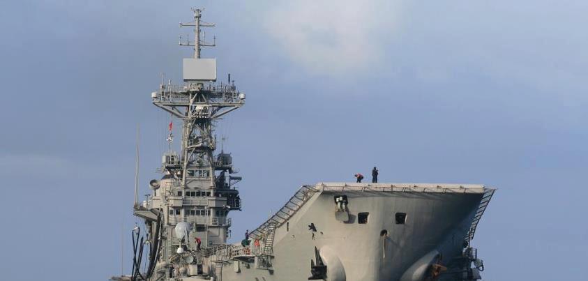Defensa estudia dar de baja al portaaviones 'Príncipe de Asturias' para ahorrar - Página 2 4-4_zps68fd477c