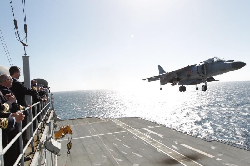 Defensa estudia dar de baja al portaaviones 'Príncipe de Asturias' para ahorrar - Página 2 4-4_zps7c705aec