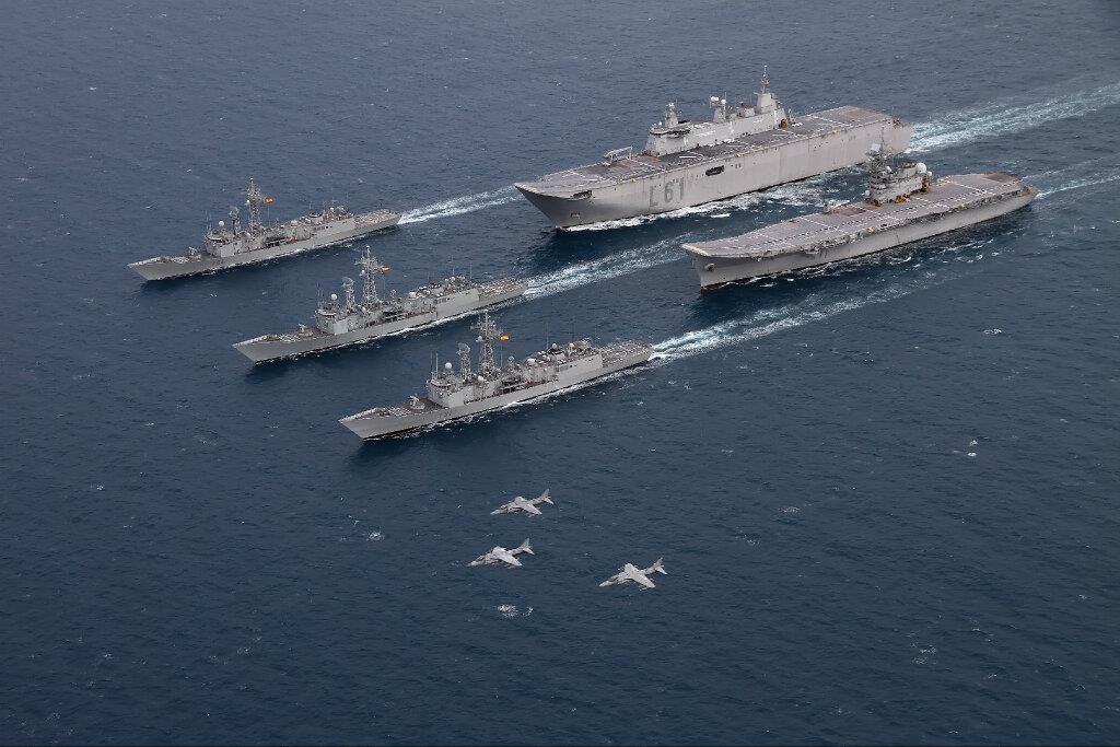 Defensa estudia dar de baja al portaaviones 'Príncipe de Asturias' para ahorrar - Página 2 R-11L-61_zps08a99601