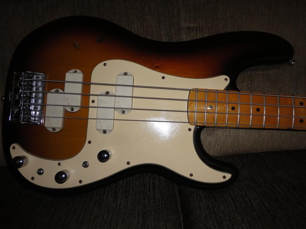 Baixos Fender no mínimo estranhos... - Página 3 DSC05254Medium