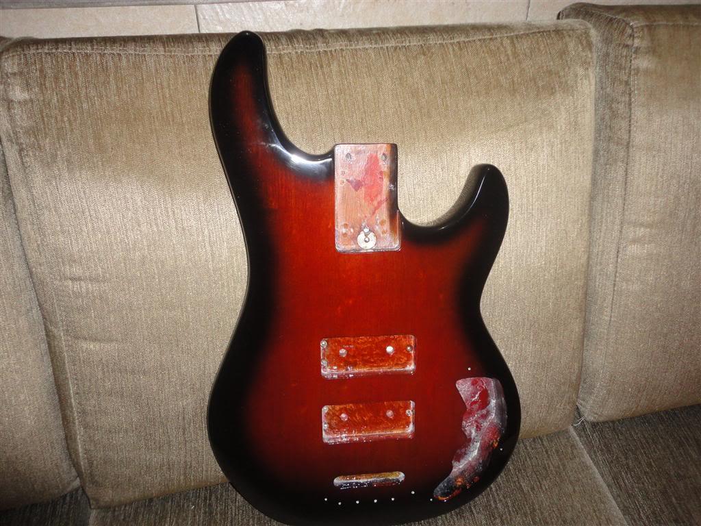 Refinish G&L L2000E - MUSICKOLOR DSC03895Medium