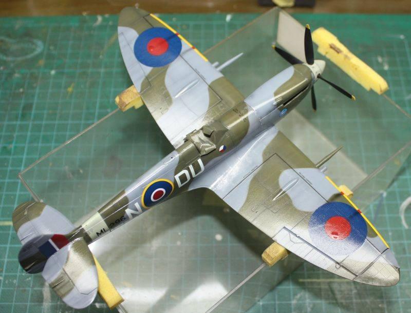 Spitfire Mk IX Eduard 1/48 SpitfireMKIX155-1