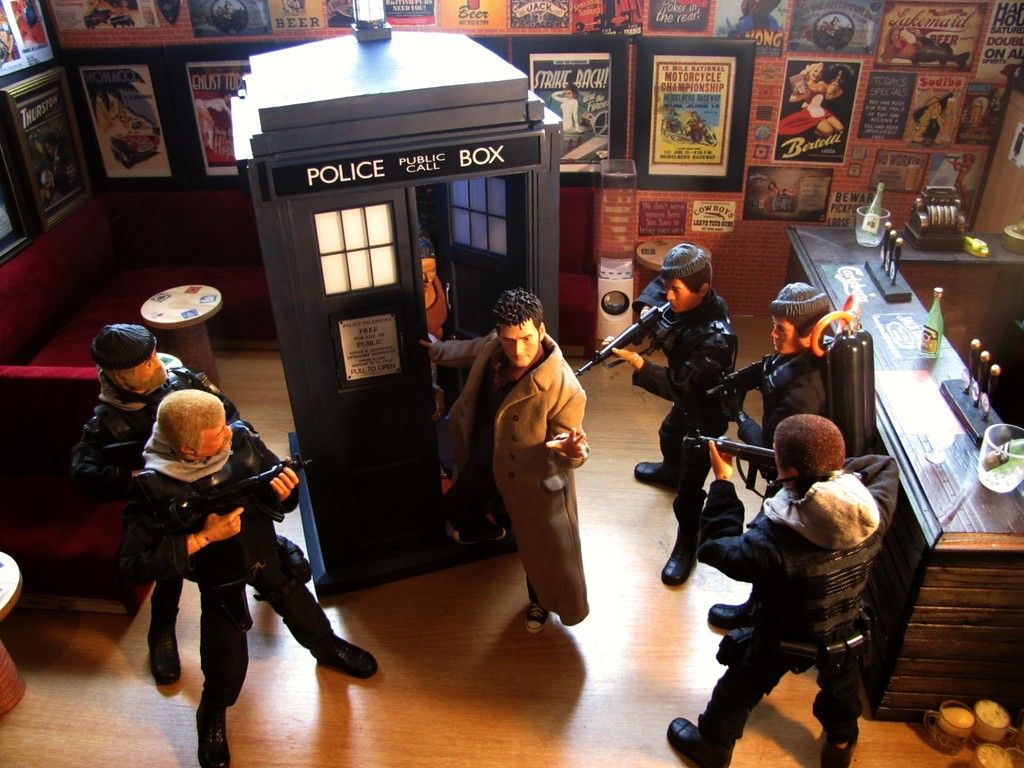 10th Doctors Tardis DW%2000%20%201_zpsm15mhmym