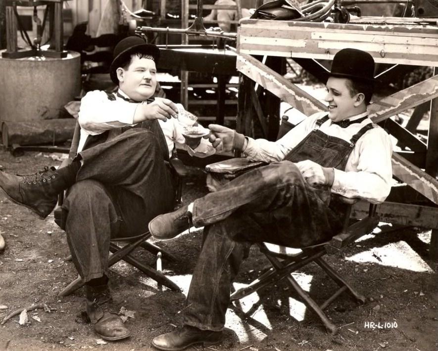 Laurel et Hardy TowedinTheHole00