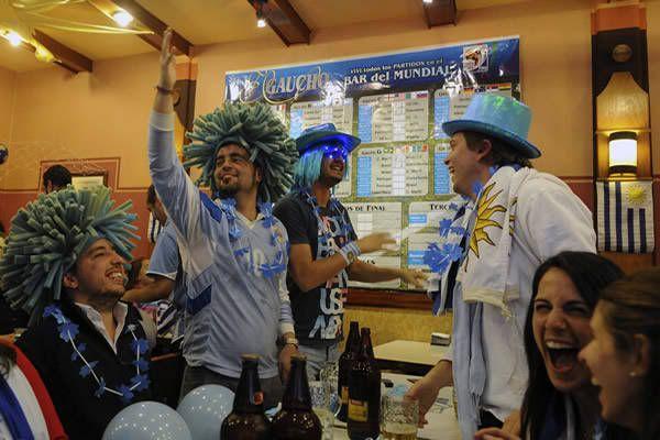 Imagenes del Mundial - Página 5 COLOR--URUGUAY-