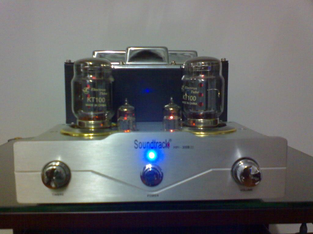 Soundtrack KT100 integrated amp (Used) SOLD DSC00117