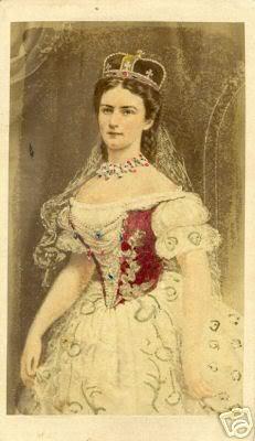 Retratos e imágenes de la emperatriz Elisabeth - Página 2 Hungariancrown