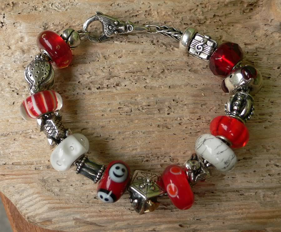 Show your bracelet with the smiley bead! Danishdrum