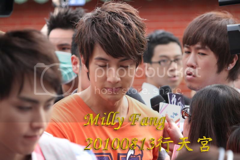 [2010.08.13]【Momocwa】Fahrenheit Brought ZE:A To Temple (17P) 20100813072