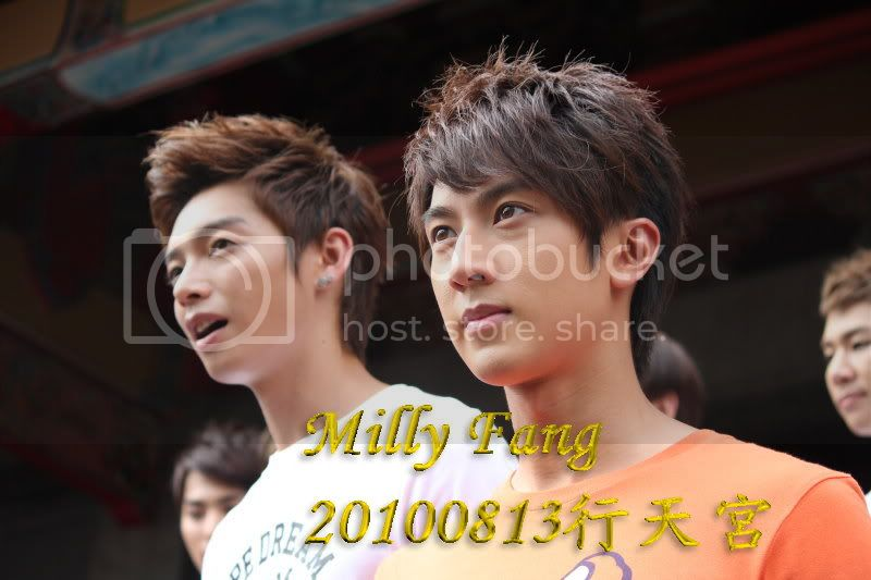 [2010.08.13]【Momocwa】Fahrenheit Brought ZE:A To Temple (17P) 20100813090