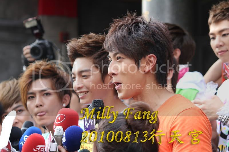 [2010.08.13]【Momocwa】Fahrenheit Brought ZE:A To Temple (17P) 20100813132