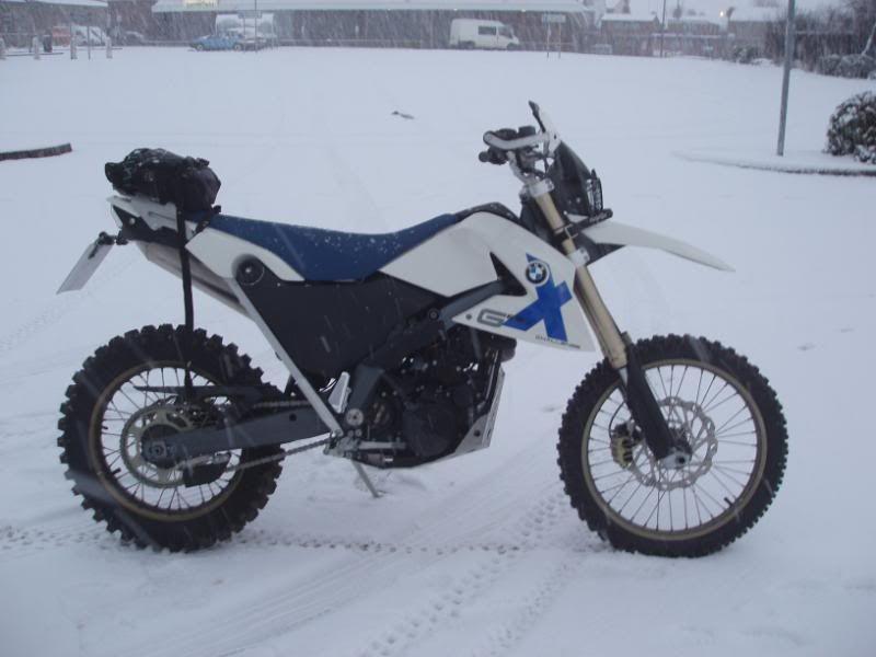 Pigging Snow P1310003