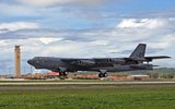 B-52 Stratofortress Th_800px-B-52_Stratofortress_Takeoff