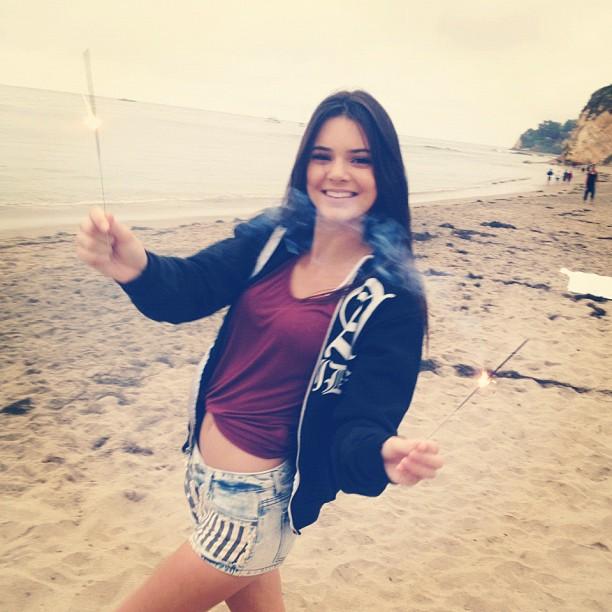 Kendall Jenner/კენდალ ჯენერი - Page 2 D7146019de9690f1d511437086ab2f24