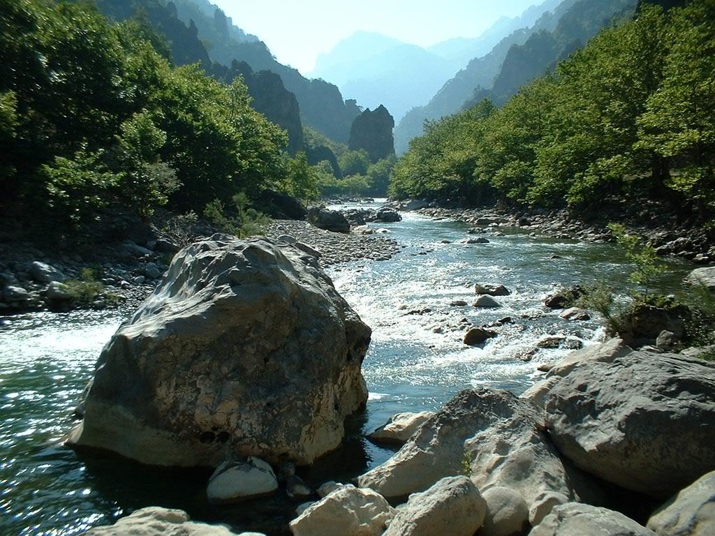 நான் ரசித்த இயற்கை காட்சில் சில உங்களுக்காக....2 - Page 2 River_mountains