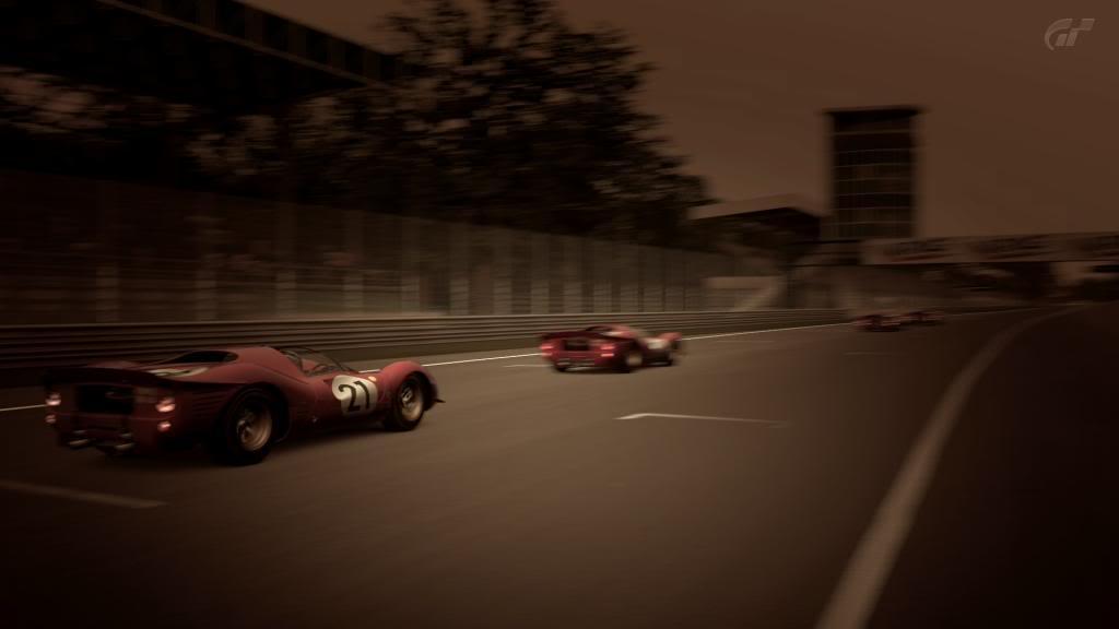 15 Monza - Ferrari 330 P4 AutodromoNazionalediMonza_3-1_zps3003da65