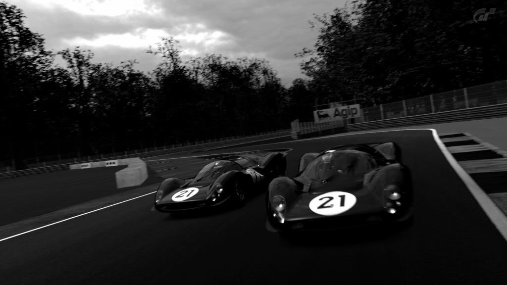 15 Monza - Ferrari 330 P4 AutodromoNazionalediMonza_7_zps12aa5c1f