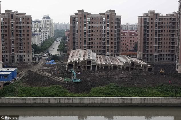 Nine people held after 13-storey block of flats collapses in China Article-0-0585ED2D000005DC-946_634x