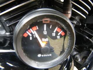 Volt meter installed on Suzuki M50 DSCF2162