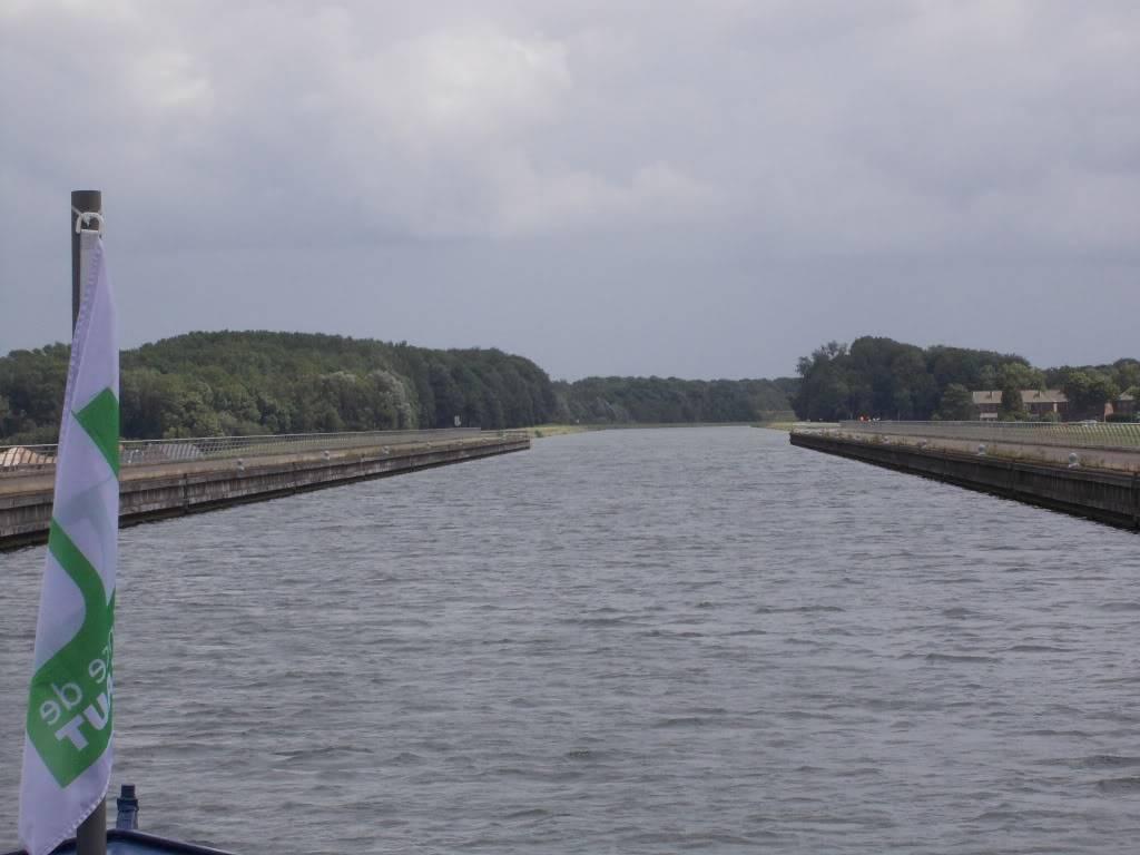 Visite du Canal du Centre historique le dimanche 17 juillet - Page 2 DSCN1003