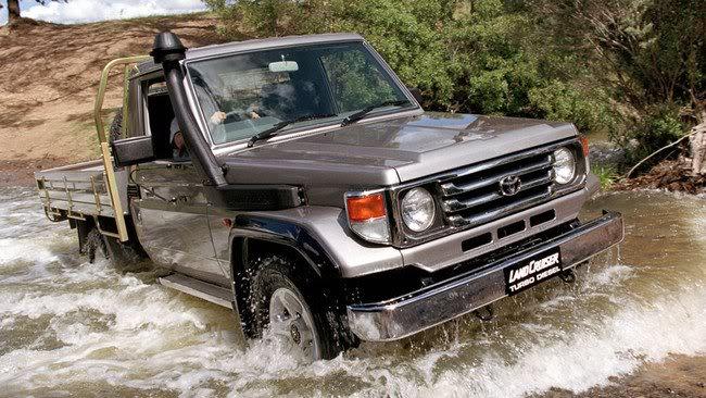 El lado oscuro y bélico del Toyota Land Cruiser  3-9
