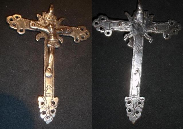 Cruz de plata cincelada del S XVII - [Pec002/S-XVII]* Cru