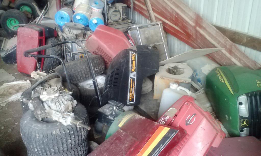 Favorite tractor junkyard 0510131303_zps66e65857