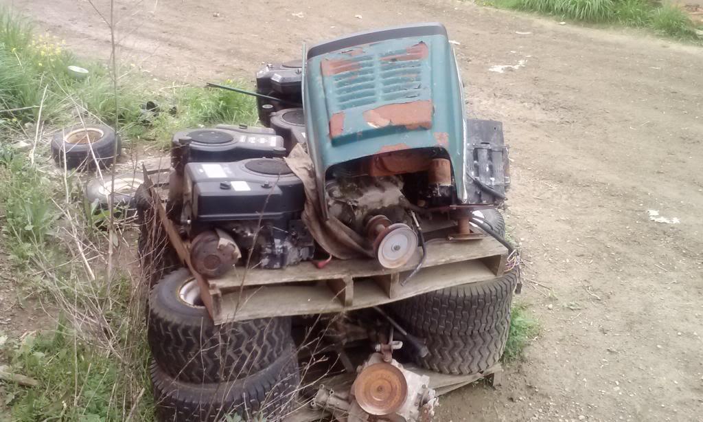 Favorite tractor junkyard 0510131304b_zpsec358e6d
