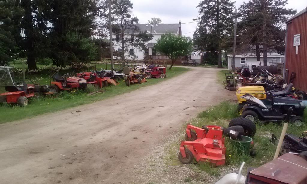 Favorite tractor junkyard 0510131306_zps50ff448e