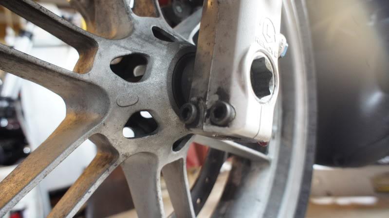 Demontage roues XB 12 Ulysses 54144e45