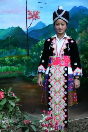 Les costumes traditionnels _costume_traditionel_laos_hmongs_m