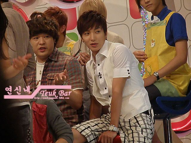 [5.8.09][Pics] SBS Star King Recording ( Leeteuk , Shindong) 4a78e8df_1bbbb3af_090804filming03
