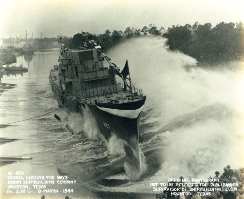 FOTOGRAFÍAS Y FICHAS QUE INTEGRAN LA HISTORIA. - Página 11 USS%20Dufilho%20DE-423_cinco