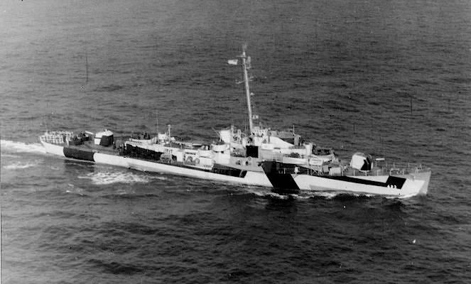FOTOGRAFÍAS Y FICHAS QUE INTEGRAN LA HISTORIA. - Página 11 USS%20Dufilho%20DE-423_cuatro