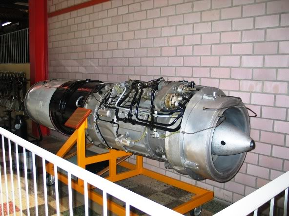 PROYECTOS INCONCLUSOS DE LA AERONÁUTICA ALEMANA DE LA S.G.M. - Página 2 Motor_Junkers_Jumo_004_B_dos