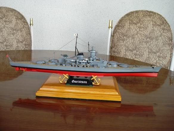 ALGUNAS MAQUETAS QUE TENGO ARMADAS Maqueta_crucero_aleman_gneisenau_un
