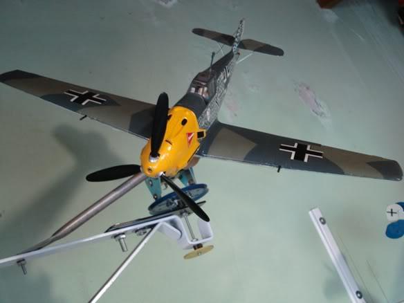ALGUNAS MAQUETAS QUE TENGO ARMADAS Maqueta_messerschmitt_Bf109E_uno