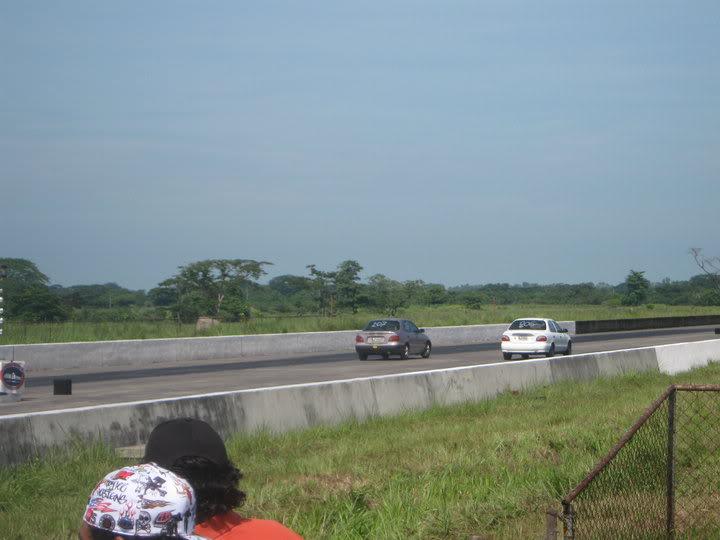 Carreras en el raceway park (Guatemala) 4-38