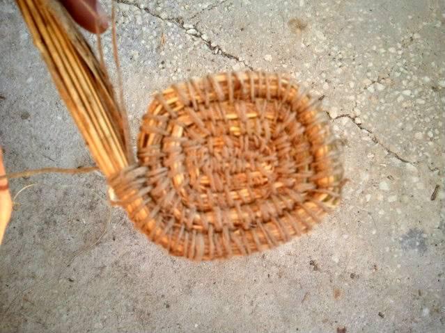 Cesto en espiral (Coiled basket) 2011-09-10194604
