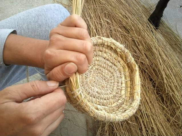 Cesto en espiral (Coiled basket) 2011-09-11102246