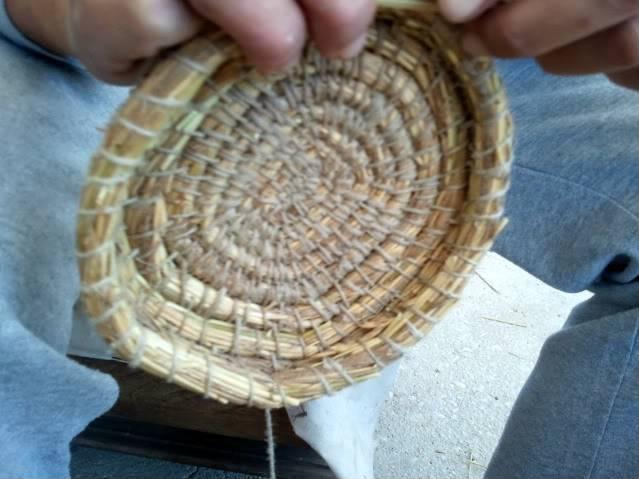 Cesto en espiral (Coiled basket) 2011-09-11102258
