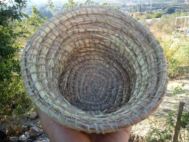 Cesto en espiral (Coiled basket) 2011-09-13185203