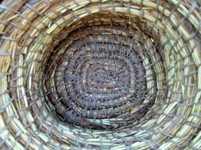 Cesto en espiral (Coiled basket) 2011-09-13185221
