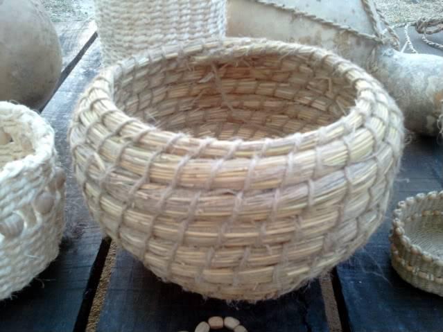 Cesto en espiral (Coiled basket) 2011-09-15194904_1