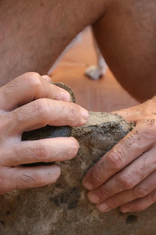 Mi primer hacha de piedra. Un par de lecciones aprendidas... Puliendo2